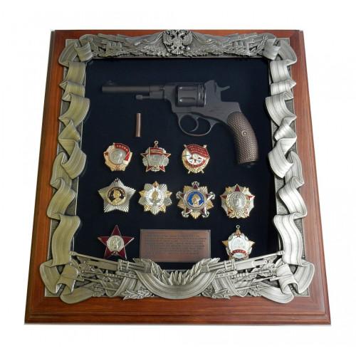 Ключница настенная с пистолетом Наган и наградами СССР 16-275