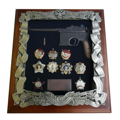 Ключница настенная с пистолетом Маузер и наградами СССР 16-274