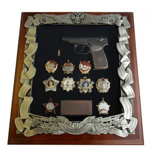 Ключница настенная с пистолетом Макарова и наградами СССР 16-277