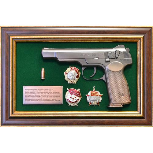 Панно с пистолетом Стечкин на наградами СССР 18-336