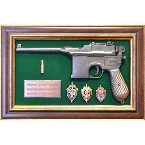 Панно с пистолетом Маузер и знаками ФСБ 18-333