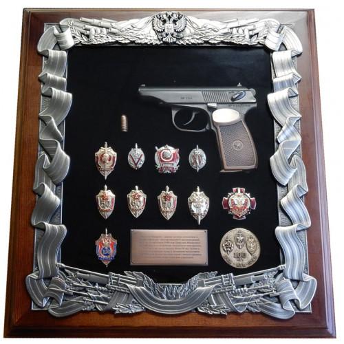 Ключница настенная с пистолетом Макарова и знаками ФСБ 16-272