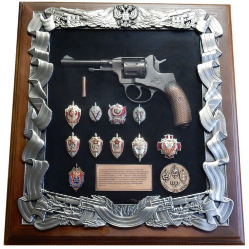 Ключница настенная с пистолетом Наган и знаками ФСБ 16-271